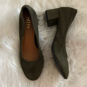 Ollio Faux Suede Forest Green Chunky Heels Sz 6.5
